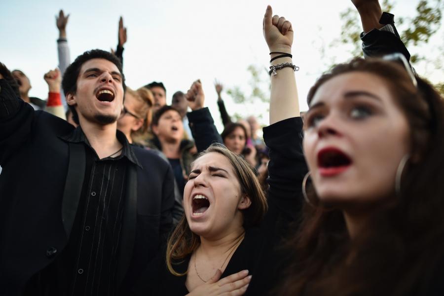 Răspunsul parizienilor la atentatele din Paris
