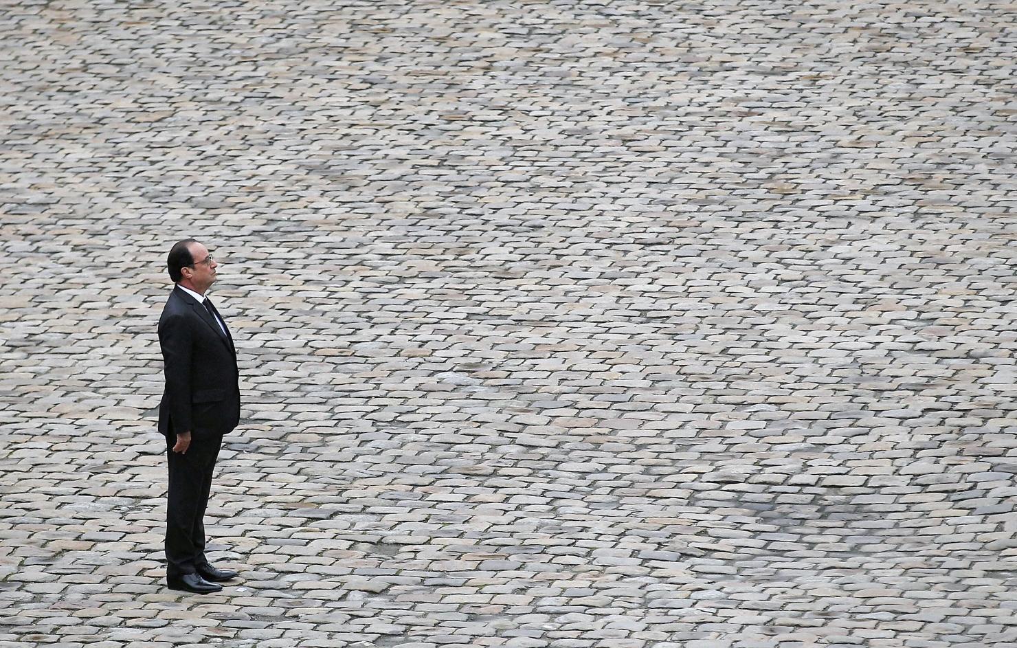 Președintele Franței, Francois Hollande, în fața celei mai teribile crize a țării sale din ultimele zeci de ani