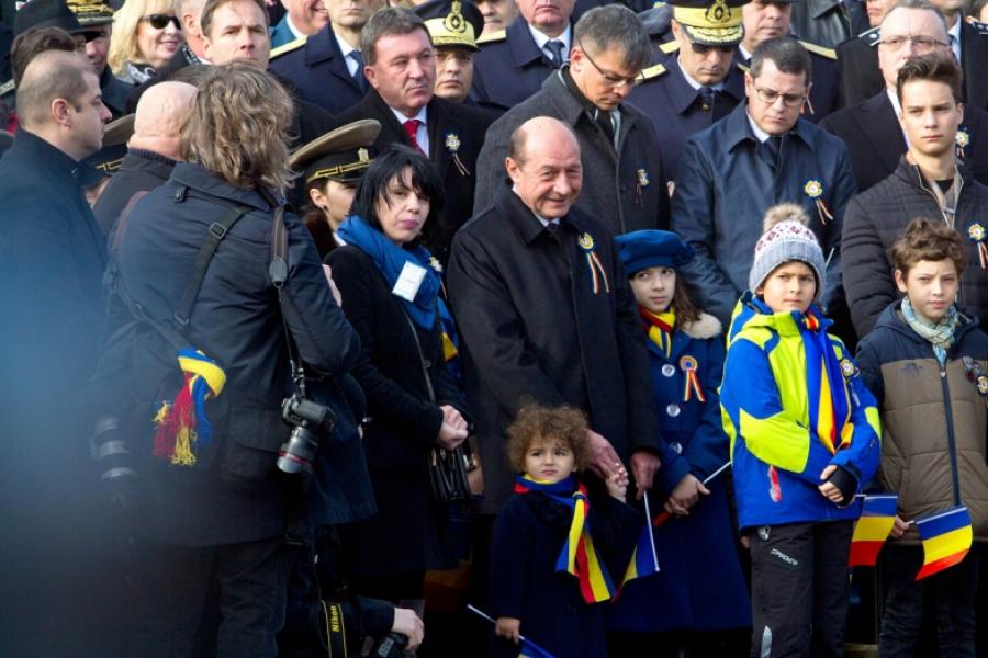 Ziua Națională. Fostul președinte, Traian Băsescu, împreună ci nepoata sa, la parada militară