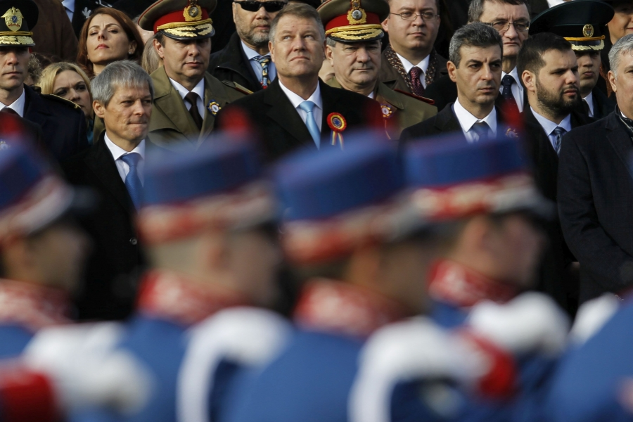 Iohannis și Cioloș la parada