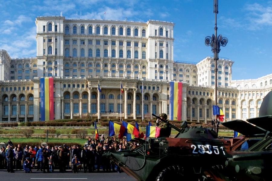 Piața Constituției: parada militară de 1 Decembrie