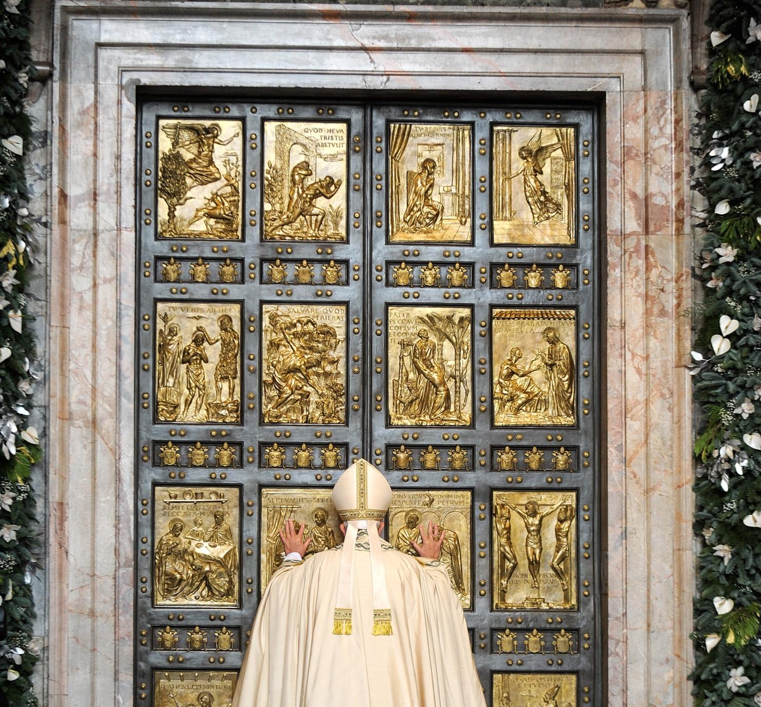 Papa Francisc deschide ușile Bazilicăi Sf. Petru