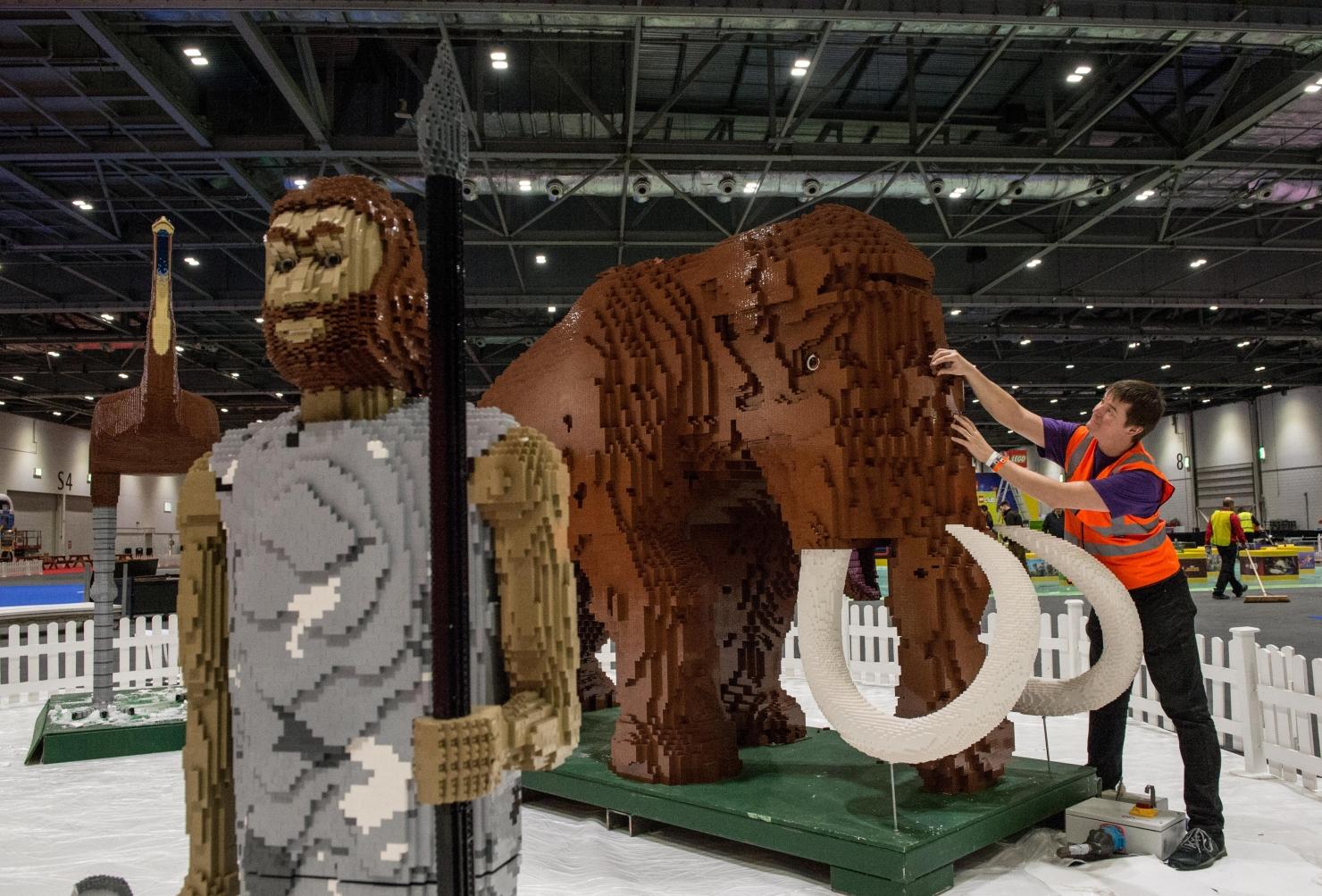 Ultimele retușuri la expoziția Lego 2015