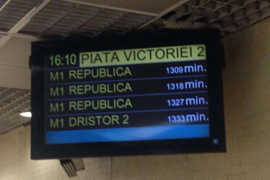 Panou întârzieri la Metrou Piața Victoriei