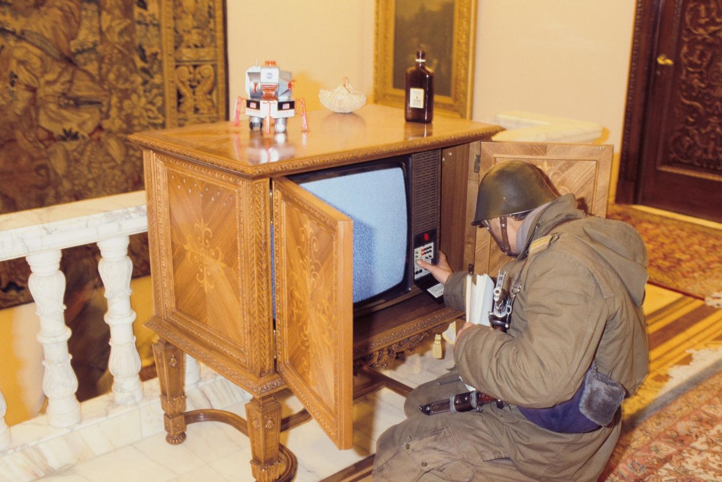 soldat cu TV