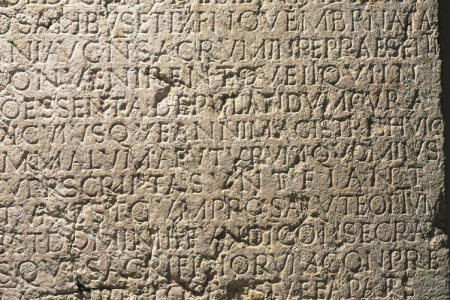 Inscripție în latină