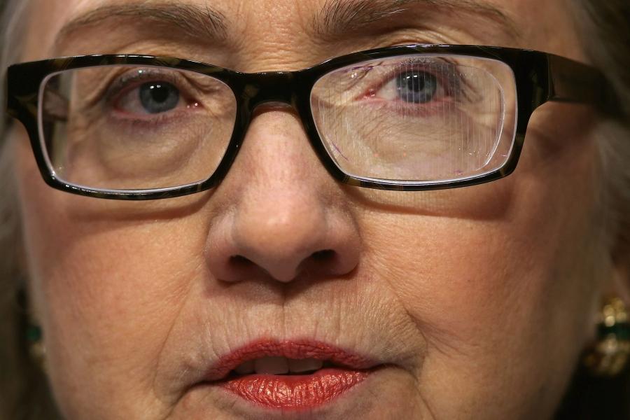 Hillary Clinton cu ochelari