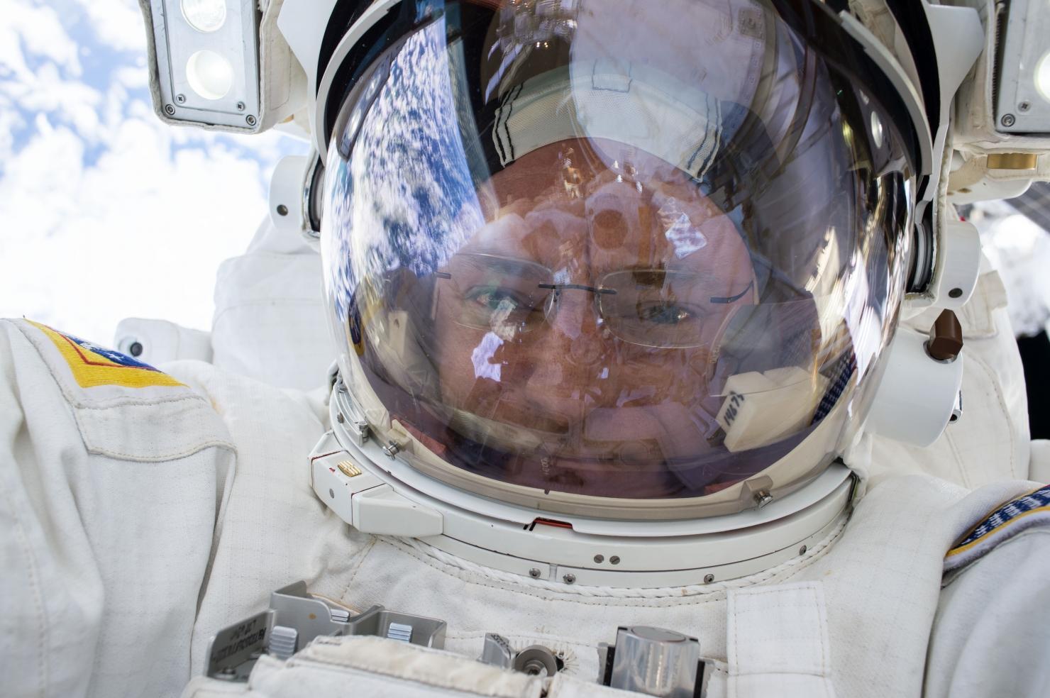 Scott Kelly - Selfie în spațiu