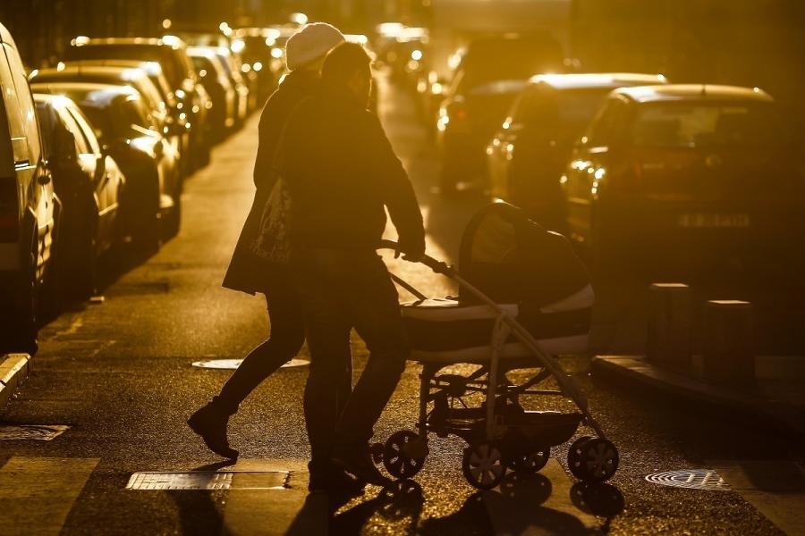 Oameni pe stradă