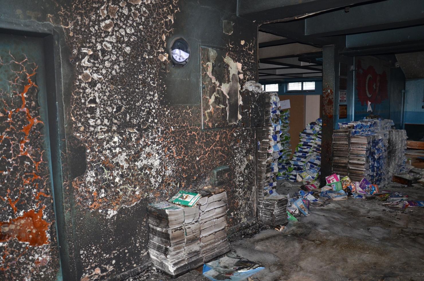 Școală arsă