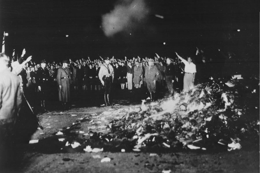 Naziști cărți