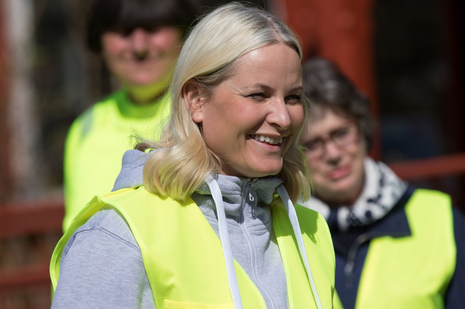 Regina Norvegiei la strans gunoi