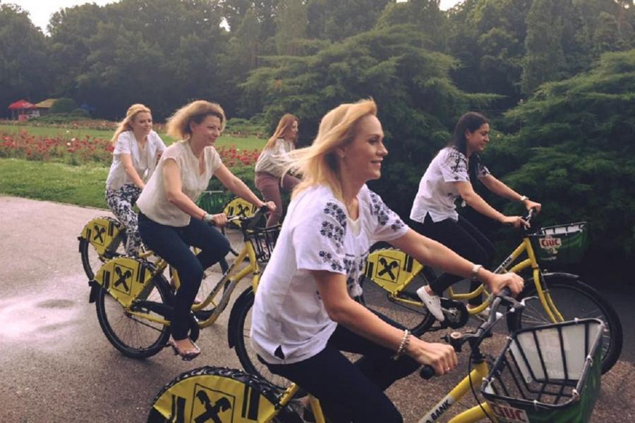 Gabriela Firea pe bicicletă - Foto FB