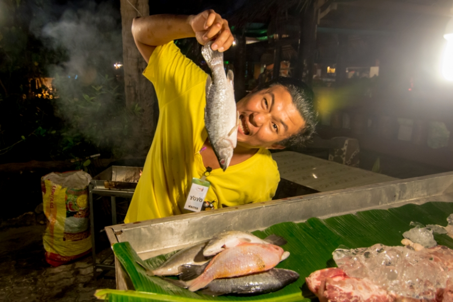 Yoyo, chelner în Thailanda