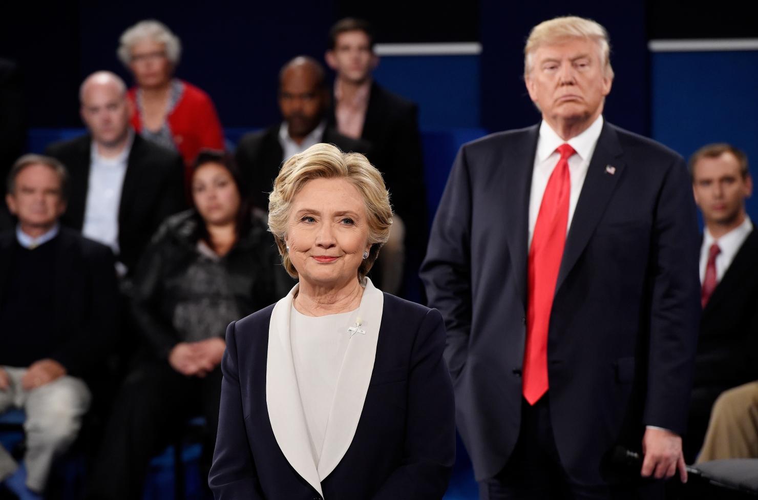 Cele mai bune imagini ale celei de-a doua dezbateri Clinton – Trump
