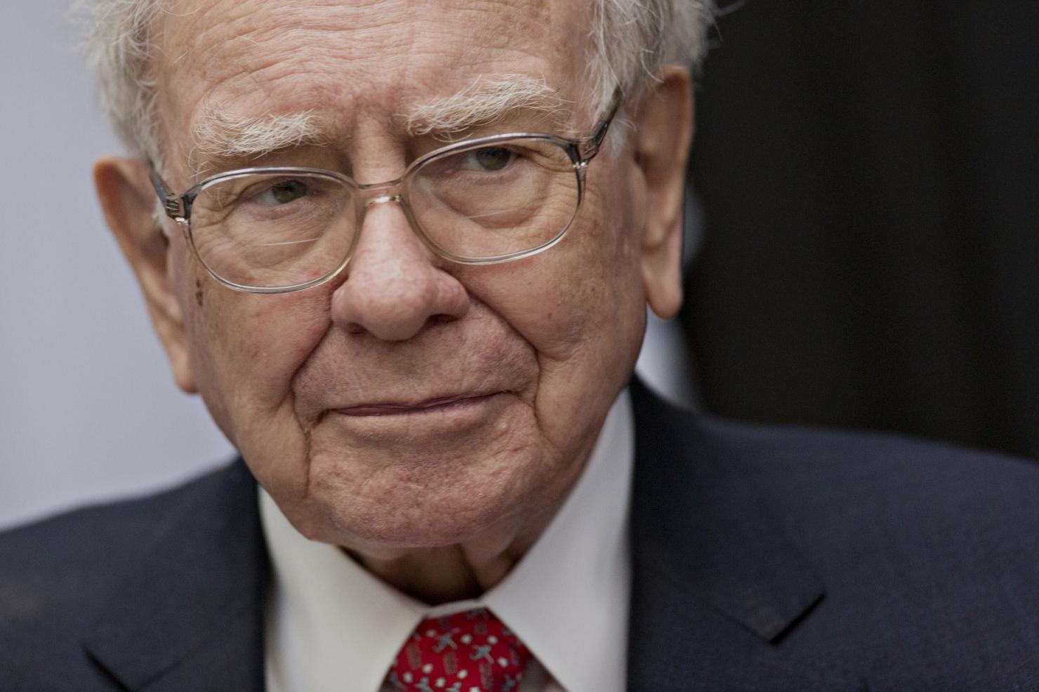 Miliardarul Buffett și-a făcut publice taxele pe care le plătește