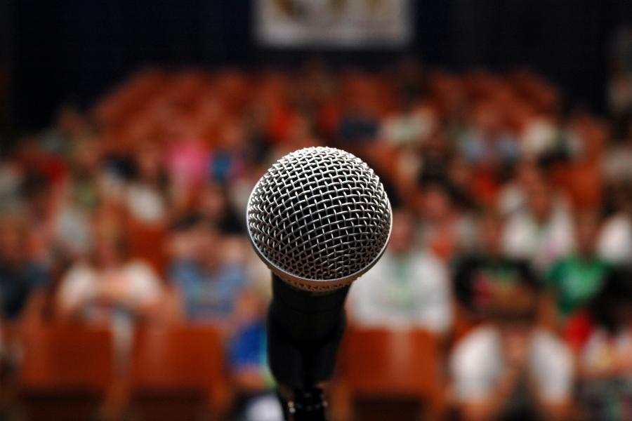 Teama de a vorbi în public
