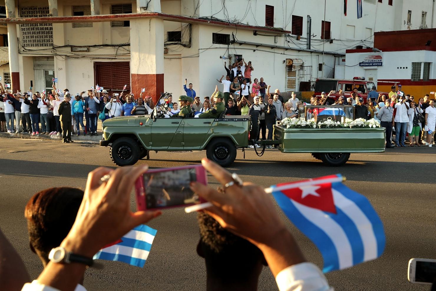 Cum își iau cubanezii rămas bun de la Fidel Castro
