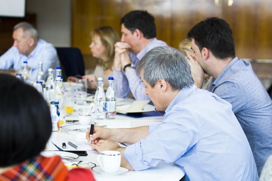 Dacian Cioloș și miniștrii săi