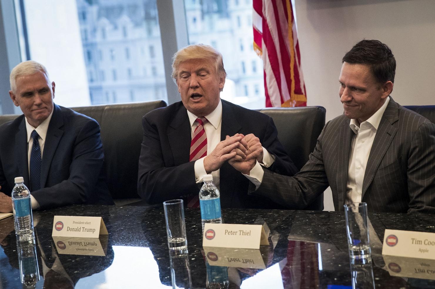 Trump și liderii industriei high tech
