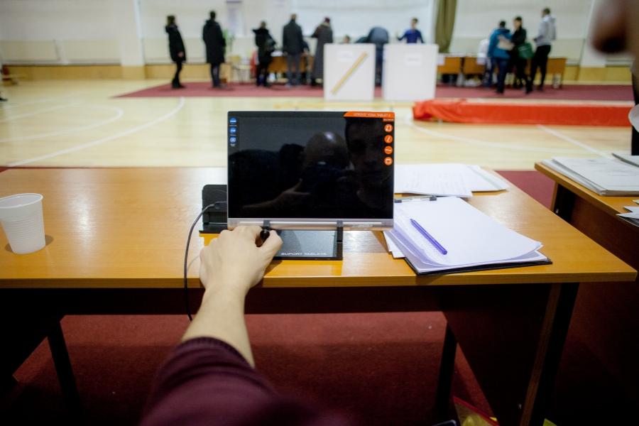 alegeri - Inquam Photo/Octav Ganea