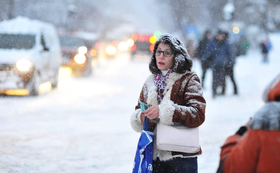 Femeie în ninsoare