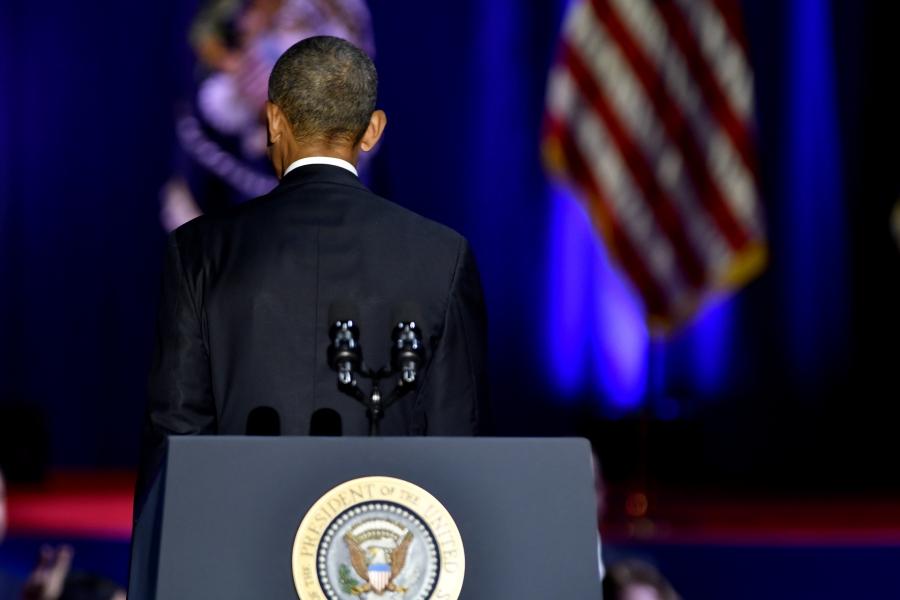 Barack Obama cu spatele