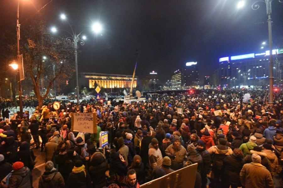 100.000 de oameni în Piața Victoriei