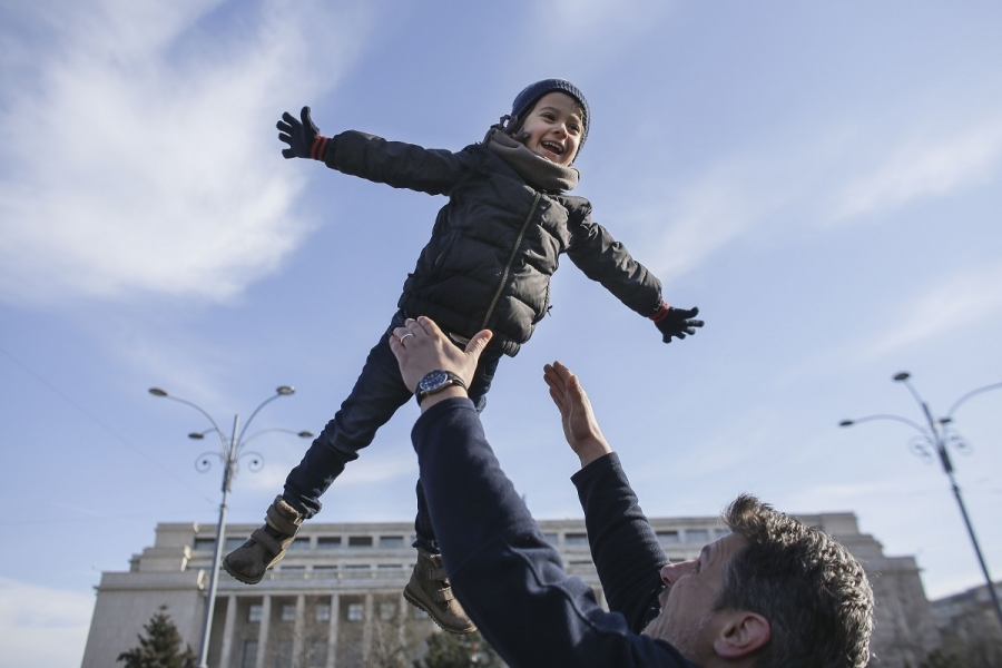 Copil Piața Victoriei