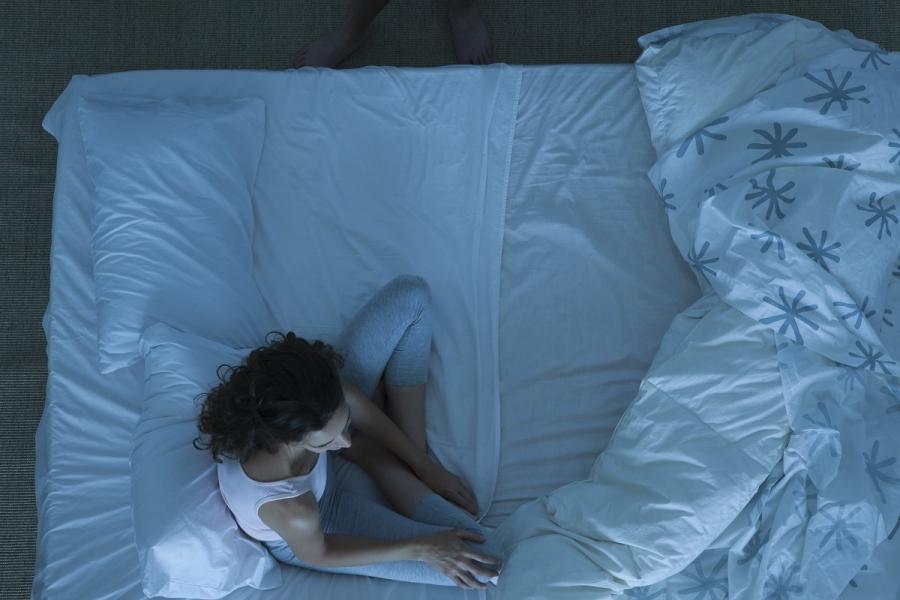 Femeie în pat