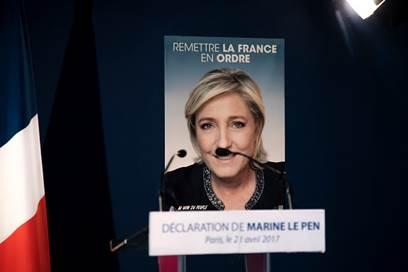 """Marine Le Pen cu """"mustață"""""""