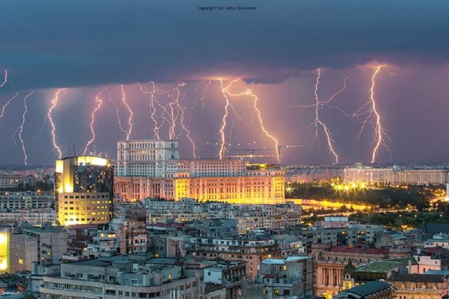 Fulgere în București