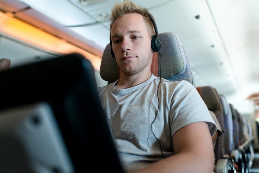 Laptop în avion