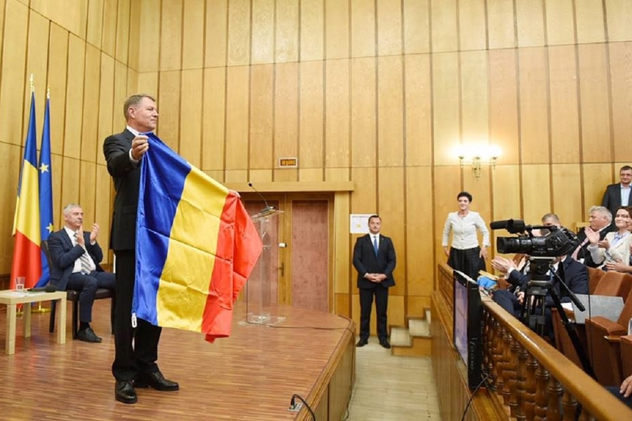 Klaus Iohannis cu tricolorul