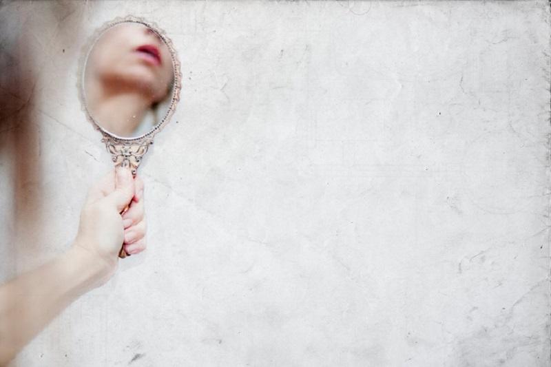 Femeie oglindă