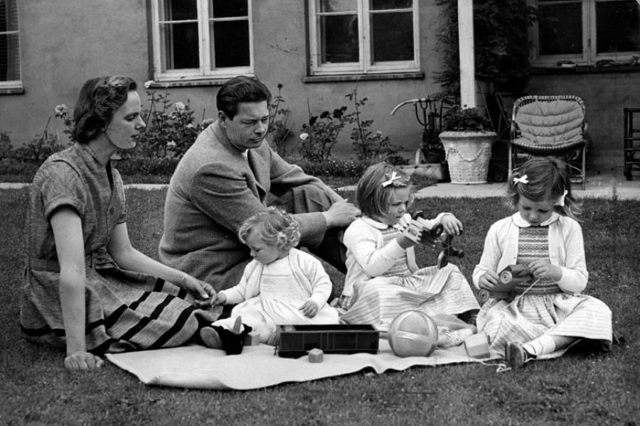 Regele Mihai în 1956 cu familia