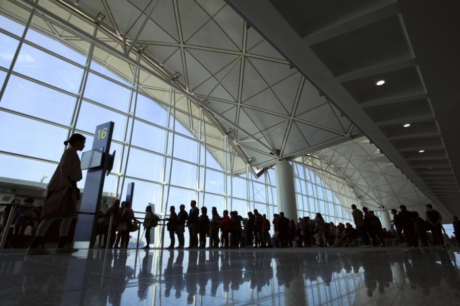 coadă la aeroport