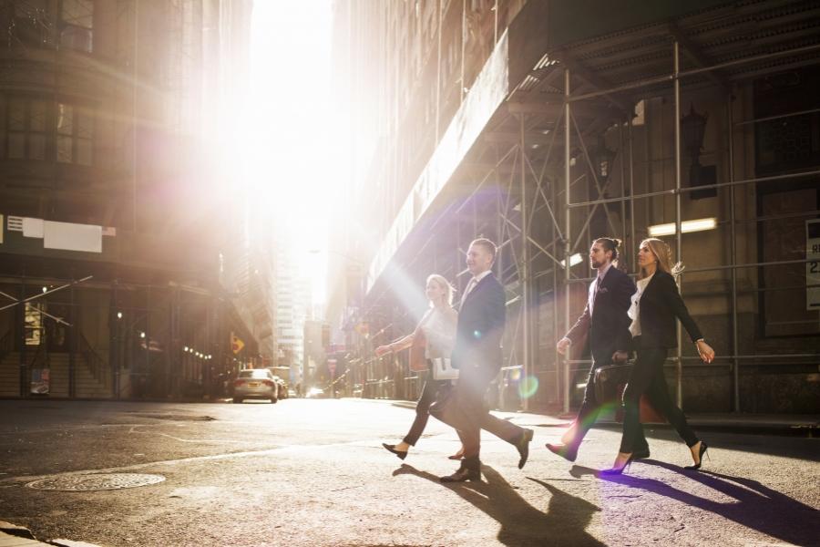 oameni pe stradă - getty
