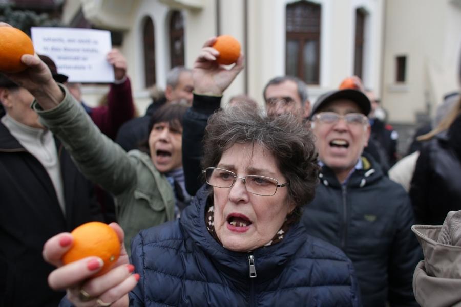 Protestatari portocale