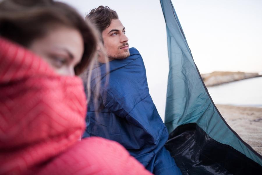 Cuplu cu cortul