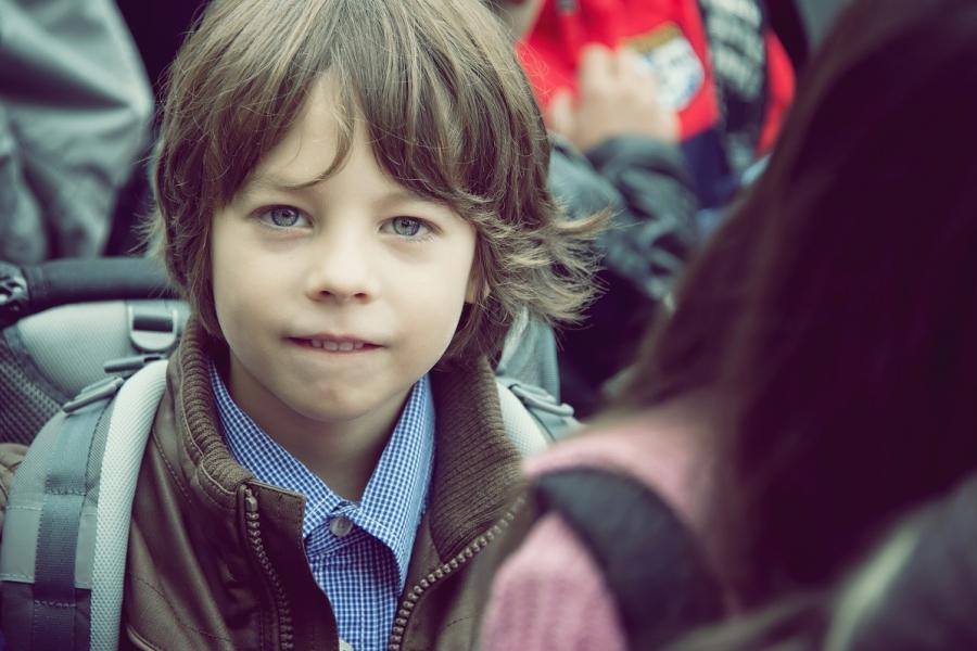 Băiat la școală