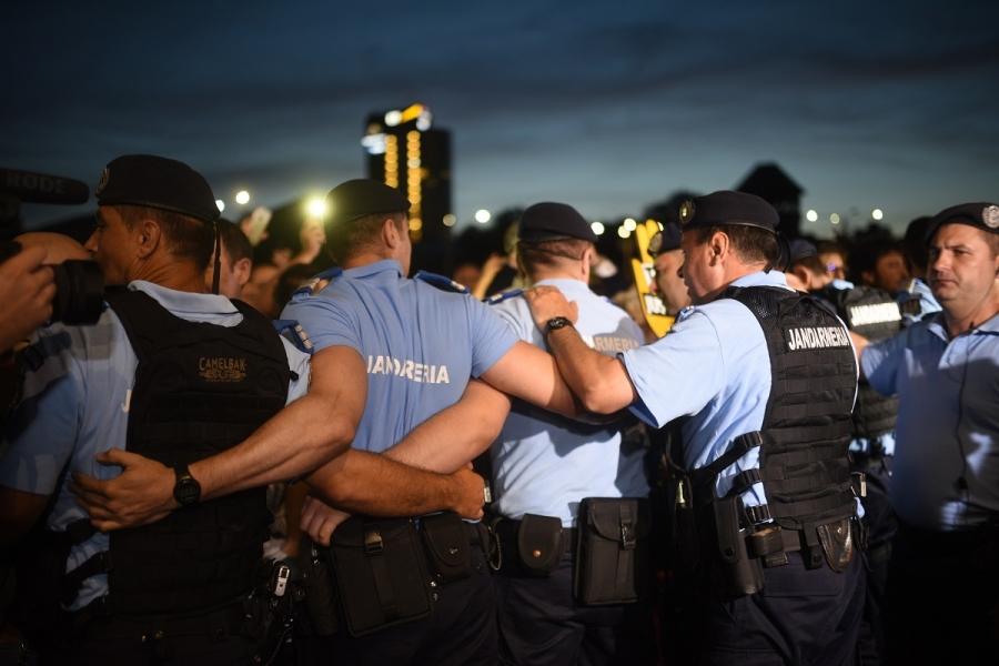 Protest, jandarmi, Victoriei