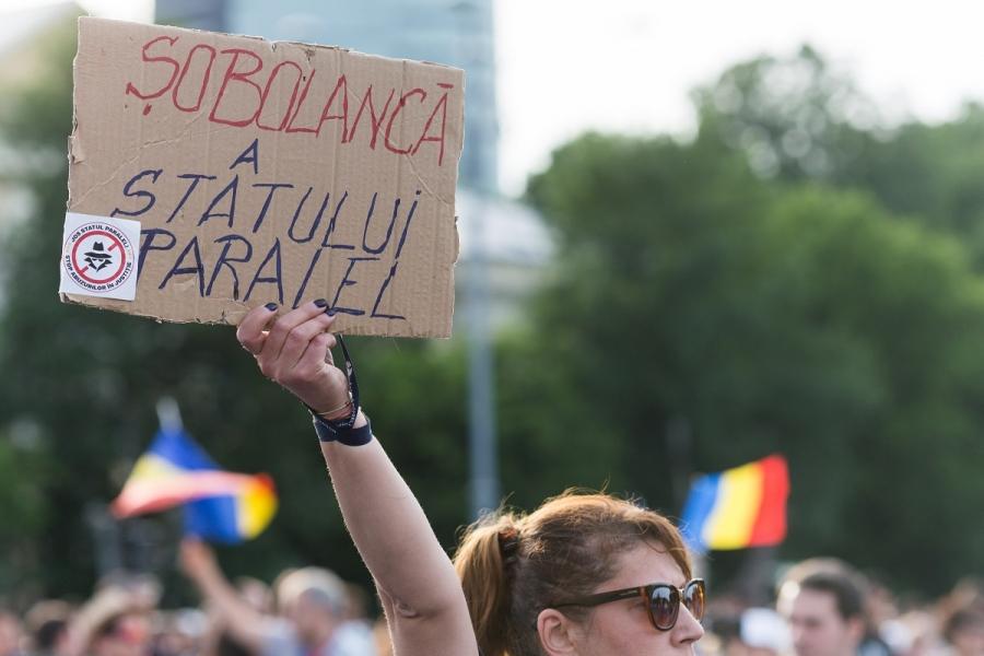 Protestatară #rezist