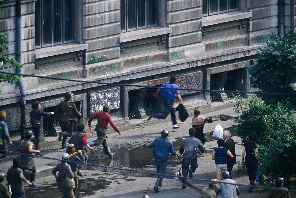 13-15 iunie 1990