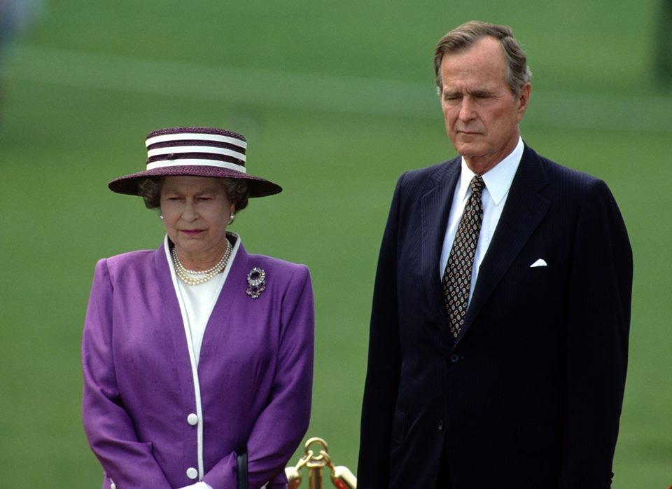 Bush și Regina