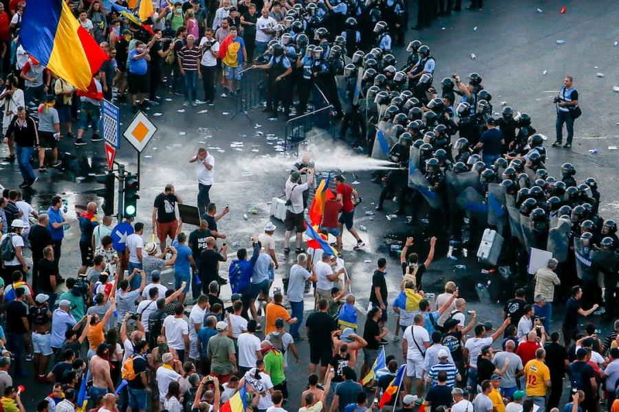 Protestatari, gaze lacrimogene
