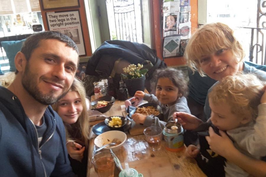 Familia lui Dragos Bucur
