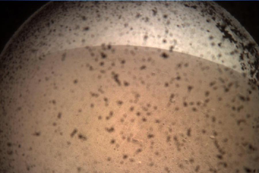 Marte - prima imagine transmisa de InSight