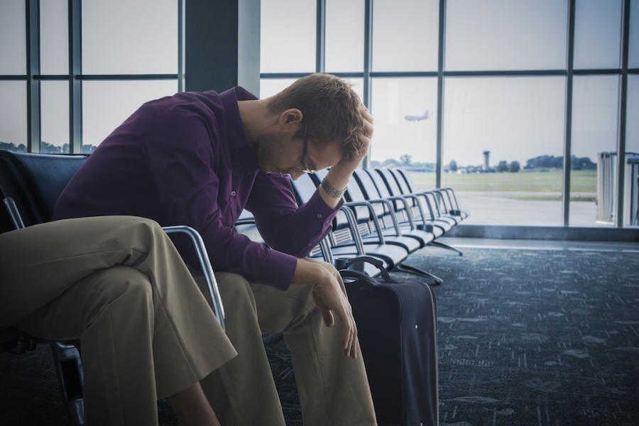 Bărbat în aeroport
