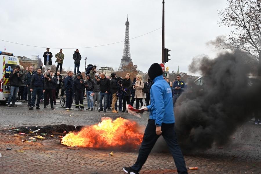 Paris în flăcări